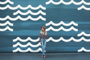 How I balance my blog and a full-time job | Wearing Forever 21 Floral Top and Levi Jeans