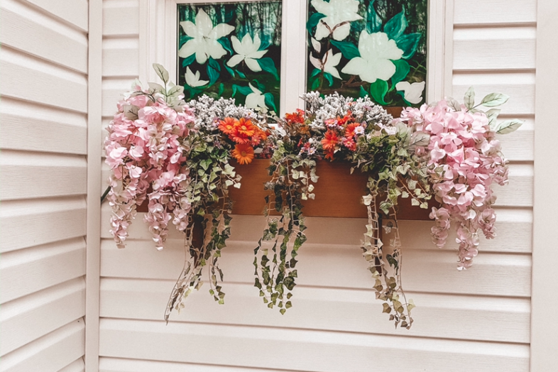 Flower Box | DIY Flower Box | Spring Florals | Home Decor | Porch Decor